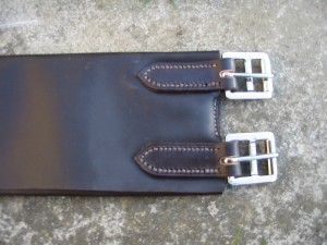 Soft leather threefold girth